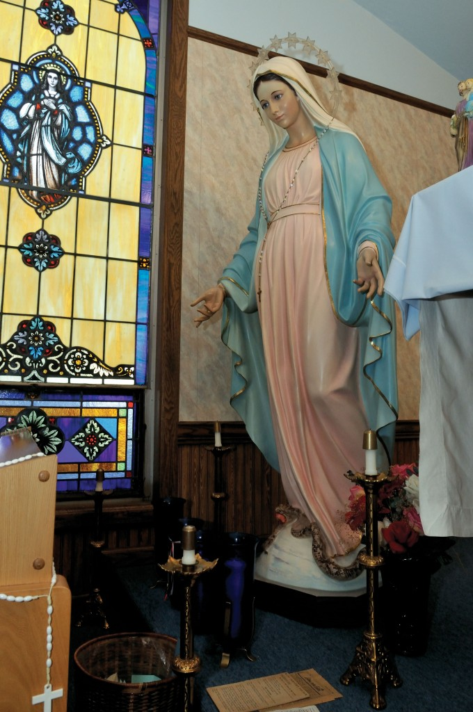 dclv07i01-feature3-Chapel-of-Our-Blessed-Mother-interior