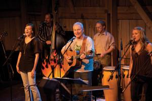 dclv07i03-music-scene-Hagen-Family-Singers
