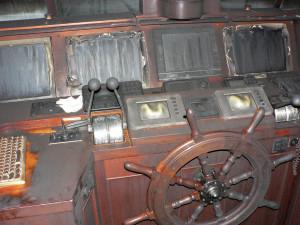 dclv07i04-topside-burned-helm