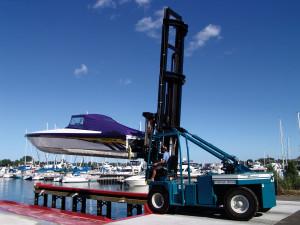 dclv09i01-topside-lift-moving-boat