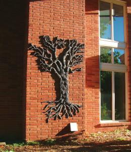 dclv09i02-art-scene2-tree-sculpture