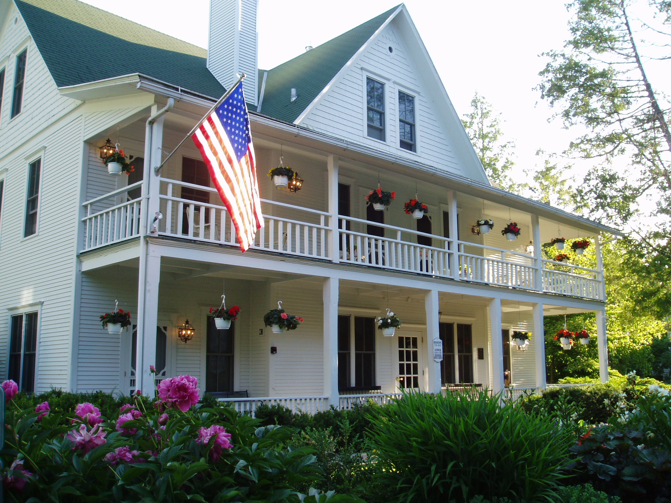 White gull inn named a top hotel in the midwest by cond for Door county hotels fish creek