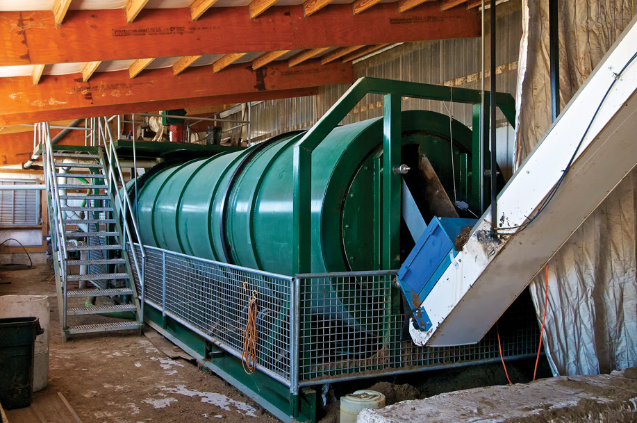 dclv10i02-feature2-manure-composter
