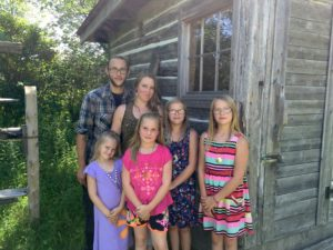 Jay and Melanie Wahlen with their children (from left) Lillian, Abigail, Hannah and Grace. Photo by Andrea Nelson.