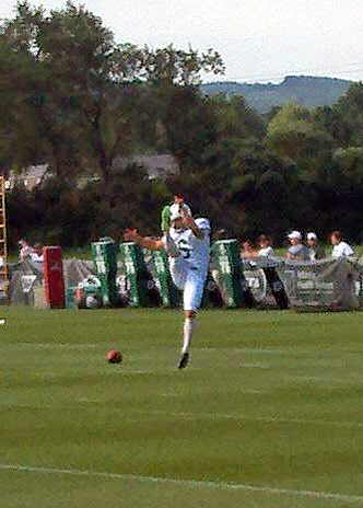 New Green Bay Packers punter Jake Schum punting at the New York Jets training camp in 2014. Public domain image.