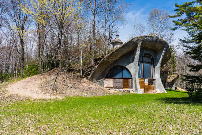 Inside the Dunes Dwelling:  Door County's Hobbit Home