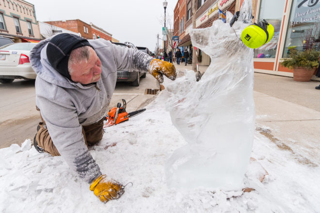 Ice Carvers Make Art out of Ice in Sturgeon Bay