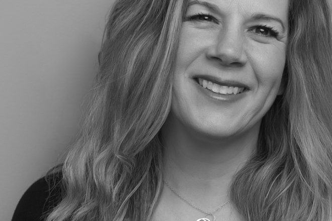 Acclaimed Songwriter Dar Williams at DCA