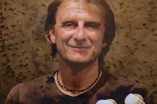 Hans Christian, Studio 330, gong