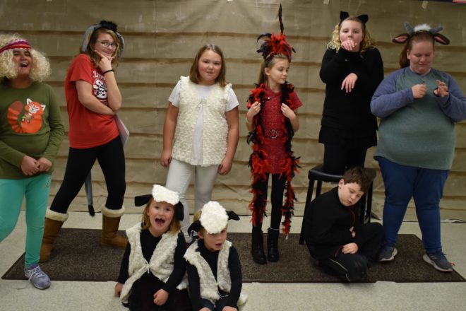 Rogue Theater Presents Family-Friendly 'A Stable Situation'