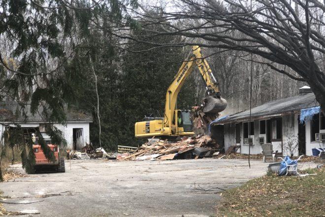 Val-A Motel Comes Down