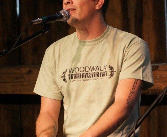 Eli Mattson Presents Virtual Holiday Concert