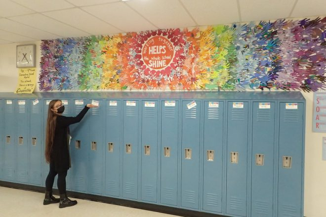 """Elementary School Students Create """"Cooperation"""" Mural"""